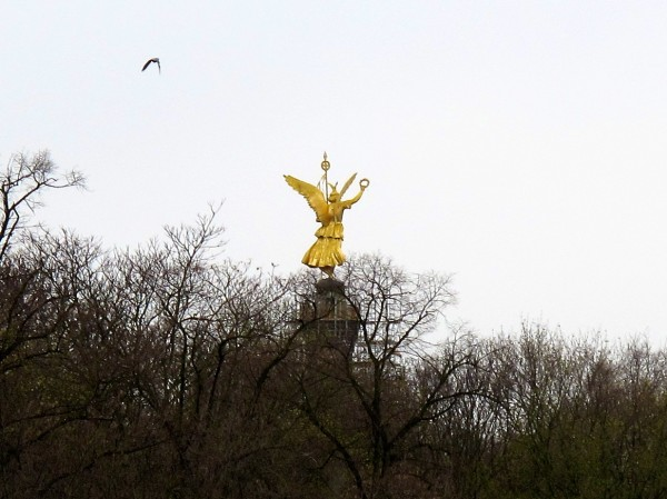 An idea of the 'grey' day, and the gold Berolina Angel atop the Victory Column - commemorating the victory over the French in the 19th Century.