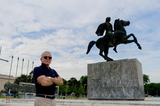 Edmundo and the statue of Alexander the Great in Thessaloniki