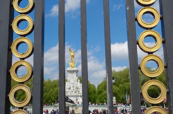 Victoria Circle - Outside Buckingham Palace - through grills on Australia Gate