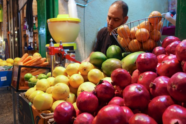 I stop for a freshly squeezed glass of pomegranate juice in the alleyway in the Markets (so far, so good)